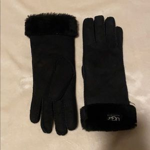 NWT Black Ugg winter gloves